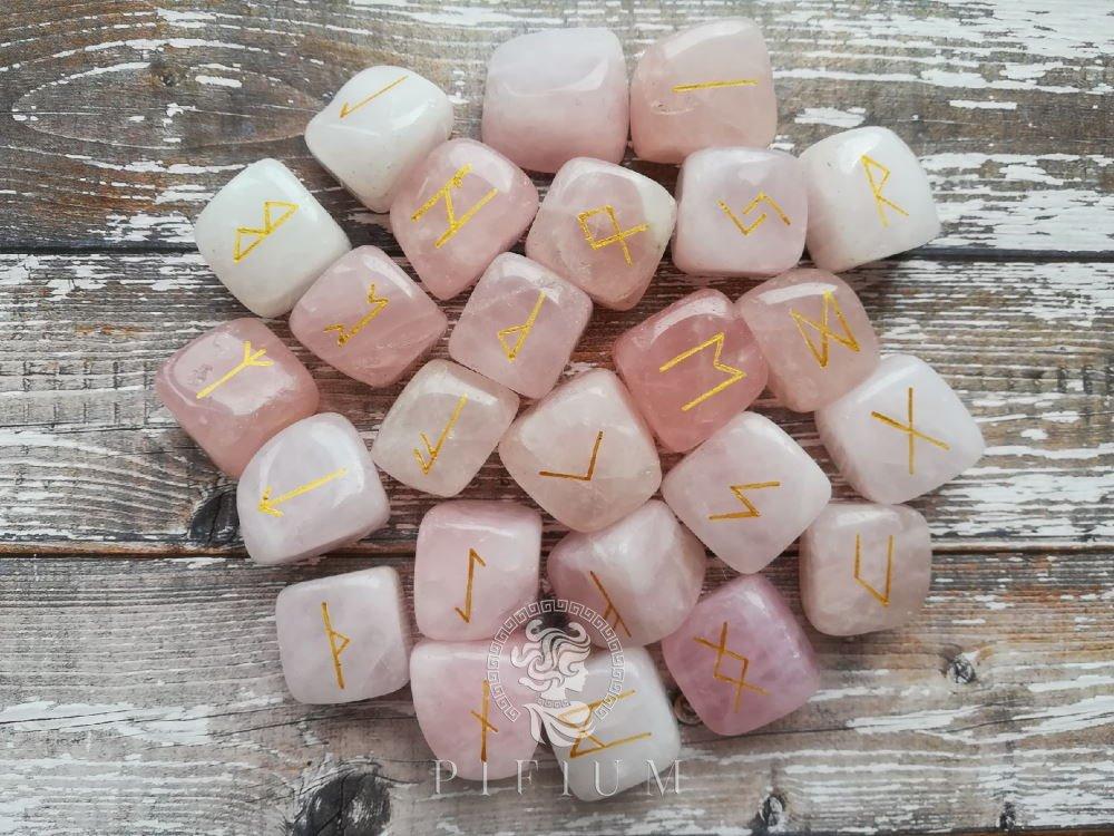 Руны скандинавские из Розового Кварца 2см кубики